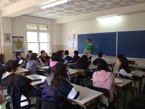 Los estudiantes hicieron muchas preguntas al periodista