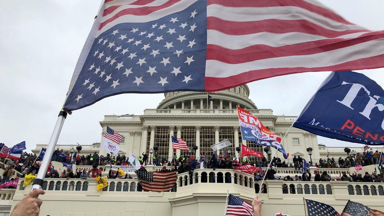Trump reconoce su derrota electoral y condena el ataque al Capitolio.Un paciente del Royal London Hospital, en el Reino Unido