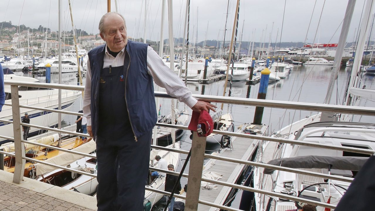 El Rey emérito Juan Carlos I visita el puerto deportivo de Sanxenxo para participar en una regata en mayo de 2016