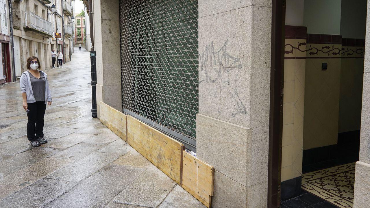 El impacto de las inundaciones por la tormenta en Ourense, en imágenes.Estudiantes de la USC que participan en el proyecto de voluntariado, en el Hospital Clínico