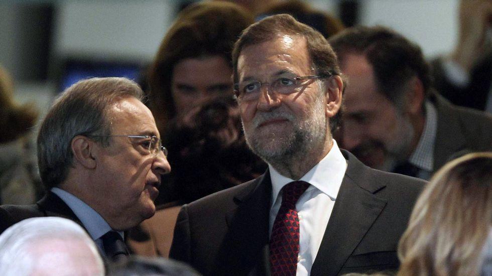 Rajoy comenta la Champions.Rajoy, en el palco del Bernabéu para el Madrid-Barça