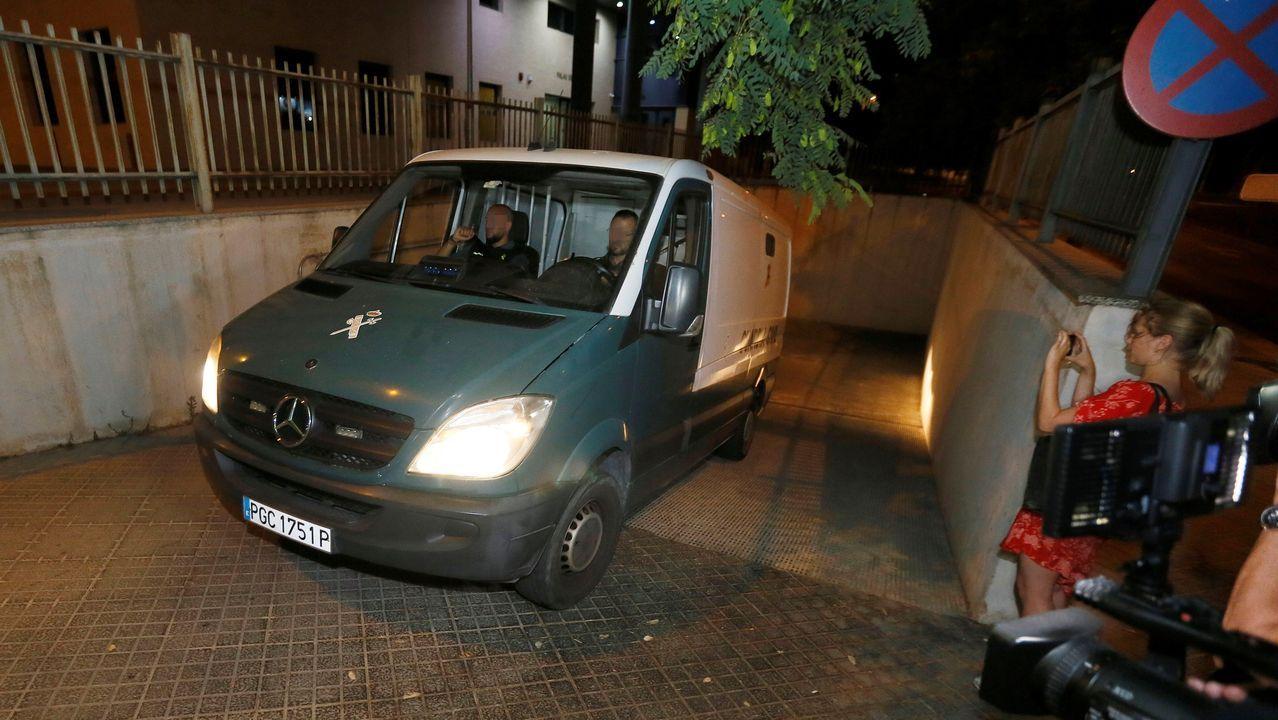 Pedro Cavadas.El furgón de la Guardia Civil traslada a los tres franceses a prisión