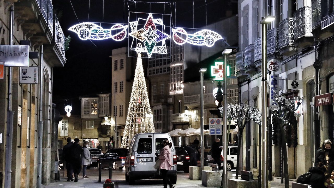 Iluminación navideña en Celanova.La señal de entrada está después, pero la rotonda del puente de las Cabras también es Ferrol