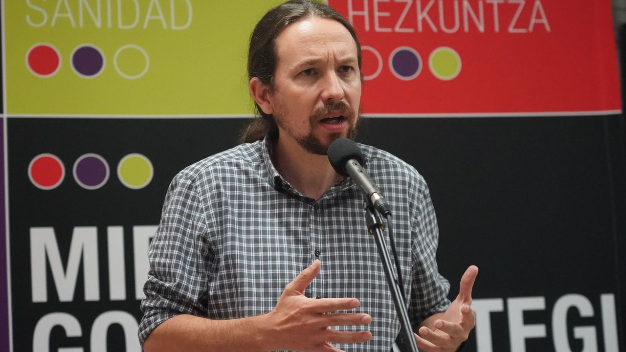 El secretario general de Podemos y vicepresidente segundo del Gobierno y ministro de Derechos Sociales y para la Agenda 2.030, Pablo Iglesias, en un acto de campaña en Durango este viernes