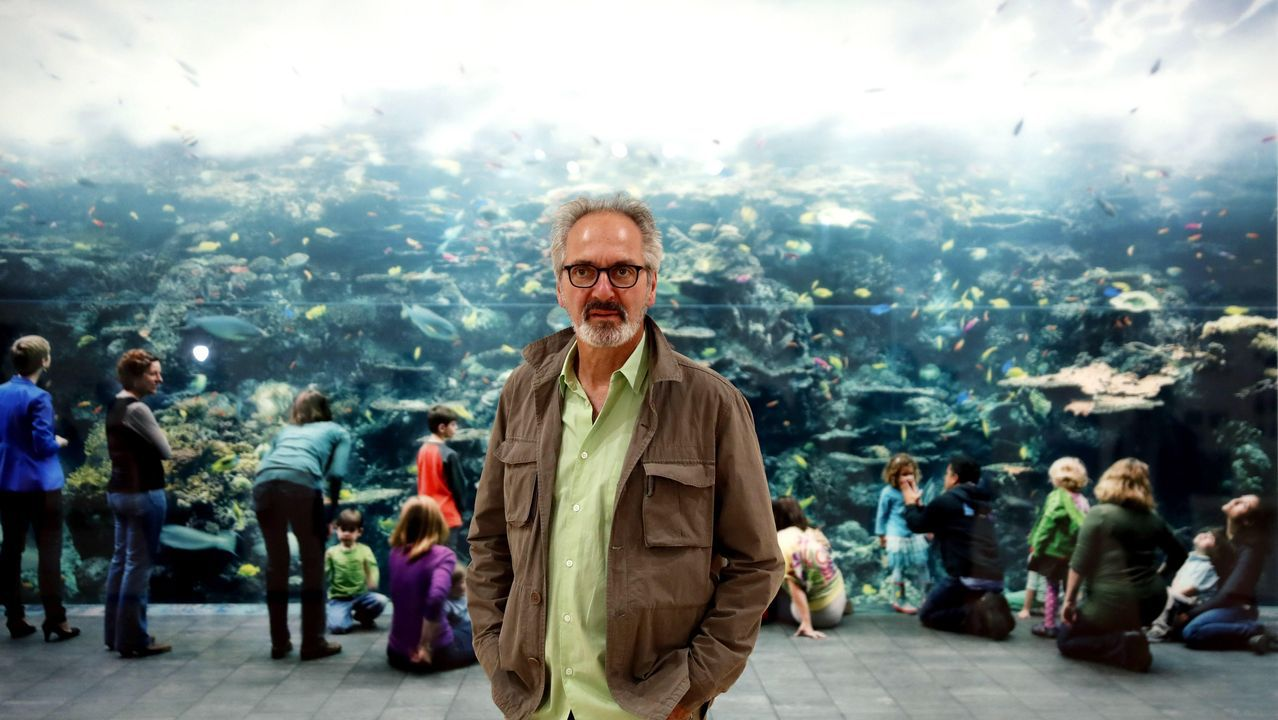 Redes sociales.Struth, retratado en Bilbao delante su obra «Atlanta, 2013»