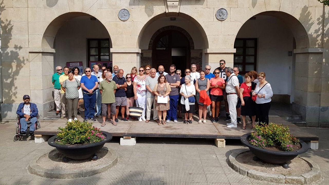 La corporación de Tapia de Casariego guarda un minuto de silencio por el concejal de IU asesinado en Llanes, Javier Ardines
