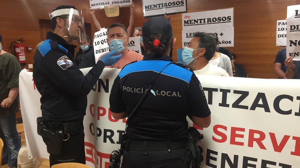 Laura Borràs conversa con Pedro Sánchez, durante el pleno del Congreso del miércoles