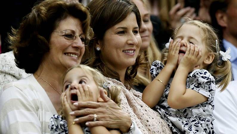 Las hijas gemelas de Federer, en manos de la mujer y la madre del tenista