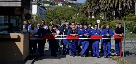 El 28 de junio del año pasado 61 trabajadores decidieron seguir dentro de la fábrica.