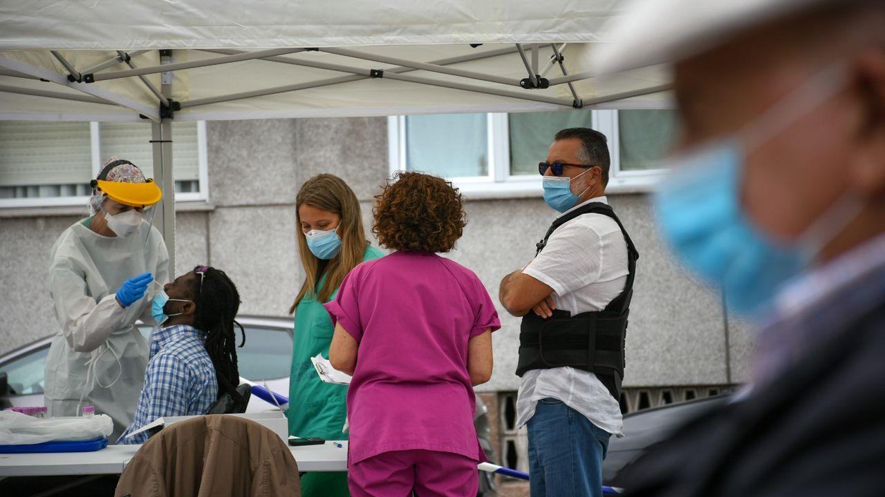 Descarga de jurel en la lonja de Linares Rivas.El nuevo punto de diagnóstico rápido comenzó a funcionar el lunes por la tarde en la parte trasera del centro de especialidades del Ventorrillo