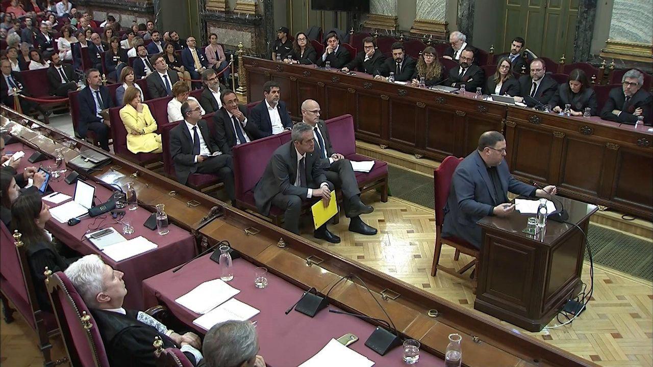 El abogado de Puigdemont, Gonzalo Boye, tuvo que presentar su documentación en el registro como le ordenó una funcionaria de la Junta Electoral.Oriol Junqueras fue el primero en intervenir en el turno de la última palabra correspondiente a los doce acusados