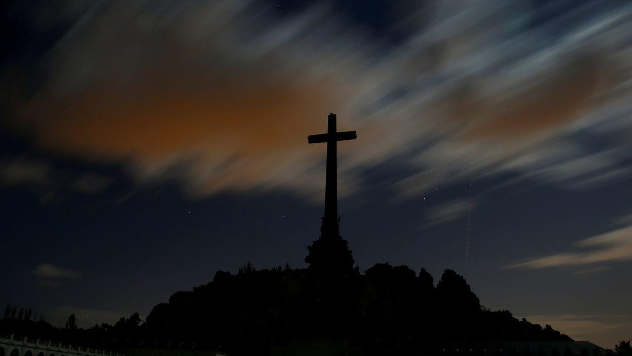 Franco, fuera del Valle de los Caídos 44 años después.Fosa común en Asturias