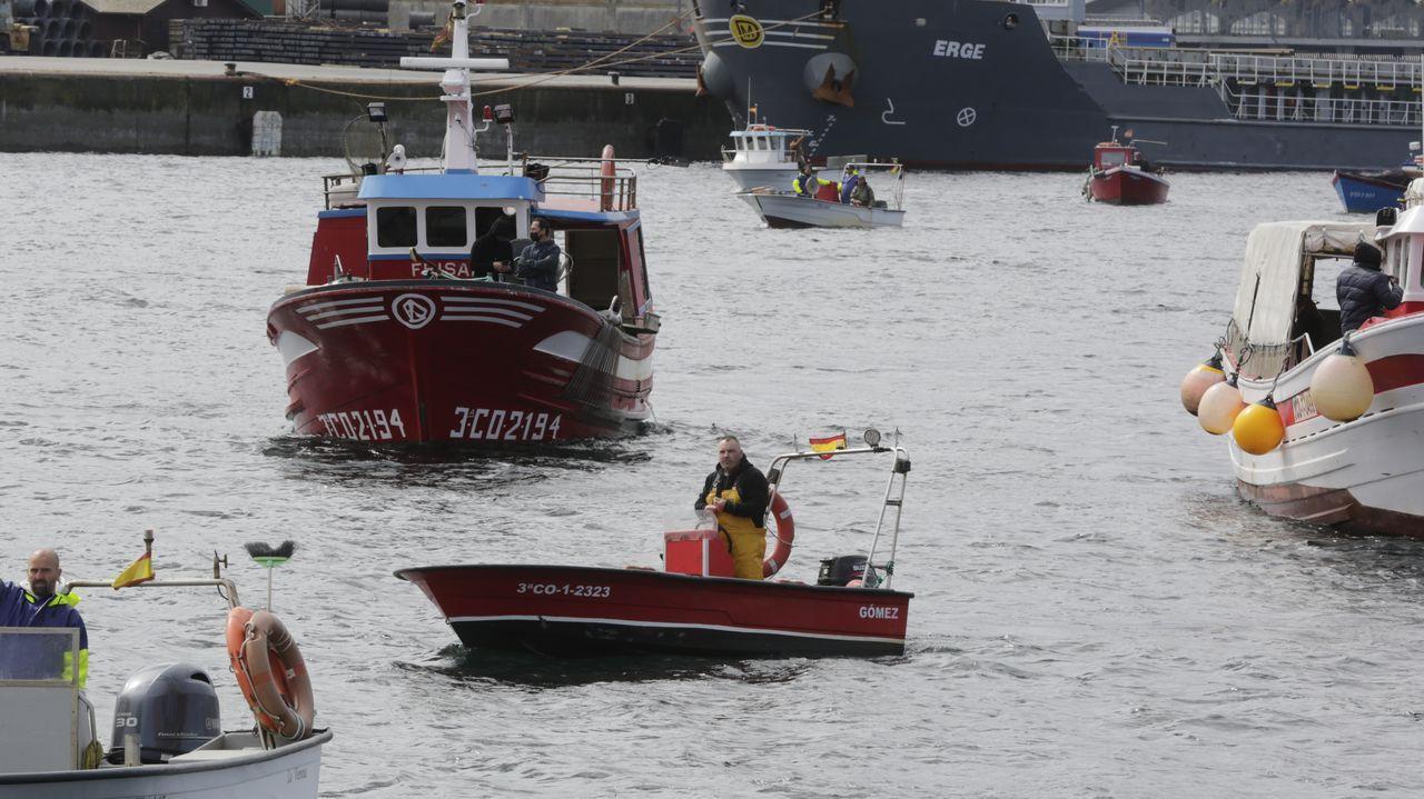 Mariscadores y pesqueros de bajura movilizados en A Coruña