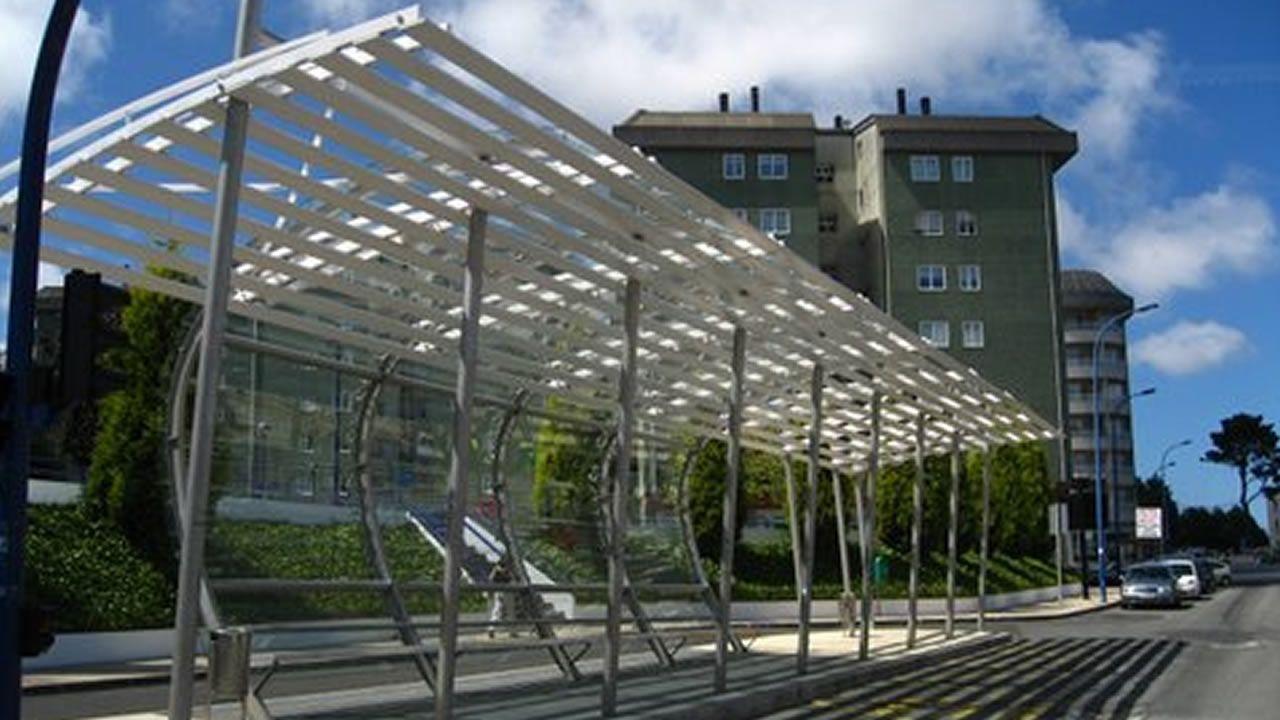 Casi 360.000 euros costó esta marquesina colocada en el 2007 en Fonteculler