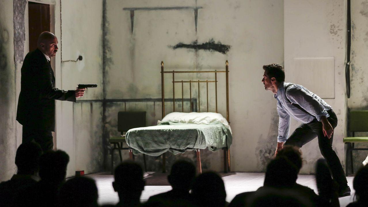 La MITvuelve a llenarde teatro Ribadavia.«O montacargas» de Pinter represéntase en Santiago, no teatro Principal. Na imaxe, detalle da estrea da peza o pasado xullo na Mostra de Ribadavia