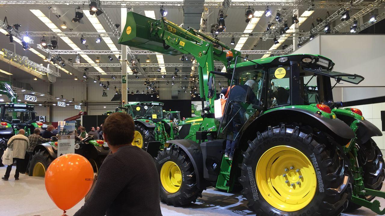 Tractor John Deere serie 6. con pala