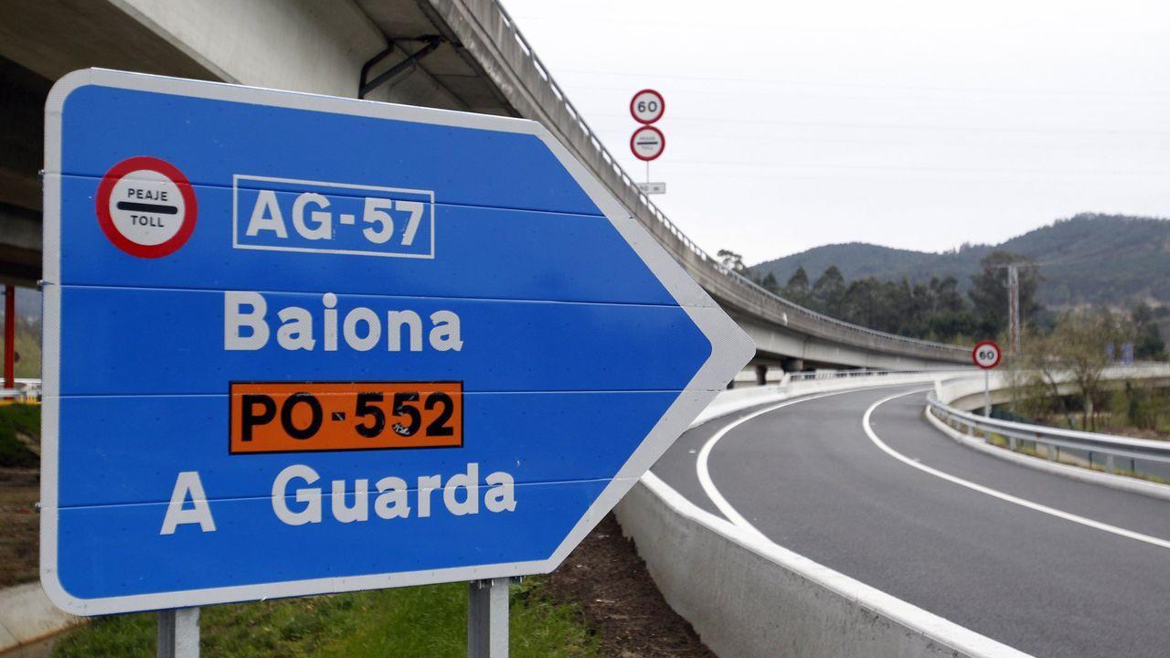 Cuatro jugadores del Dépor visitaron las instalaciones de Aspaber.Desde el día 1 la autopista Vigo-Baiona costará un 50 % menos