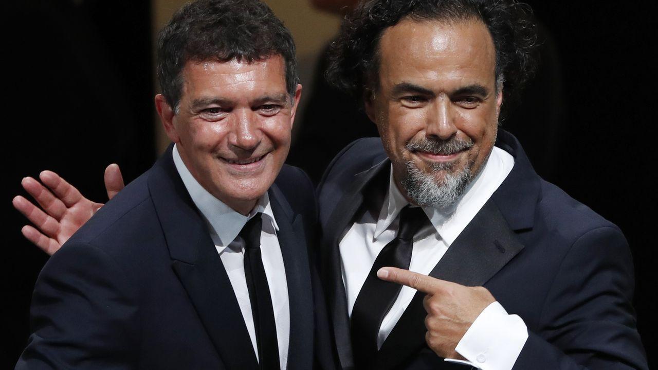 Banderas, a la izquierda, con González Iñárritu