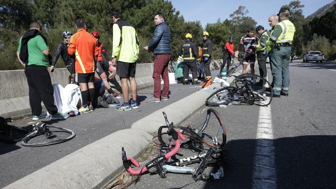 Accidente mortal de un ciclista en 2016.Llegada de los detenidos en la operación del narcosubmarino a los juzgados de Cangas
