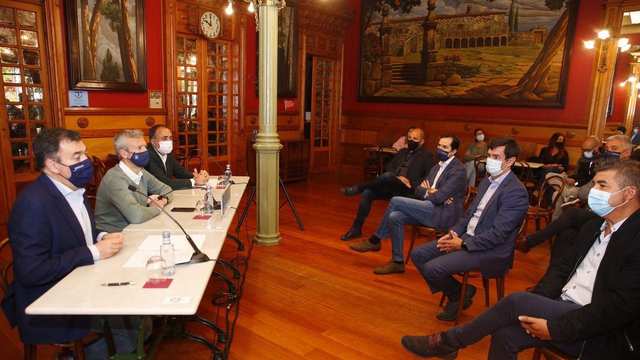 Tres conselleiros presentaron los protocolos esta sábado en el Café Moderno de Pontevedra