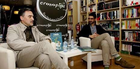 Miguelanxo Prado (izquierda) presentó en Cronopios sus dos últimos trabajos gráficos.
