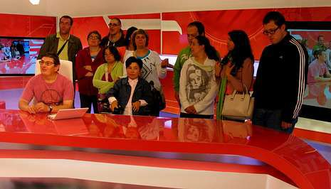 Los usuarios de Íntegro también visitaron el plató de Vía V, que emite V Televisión.