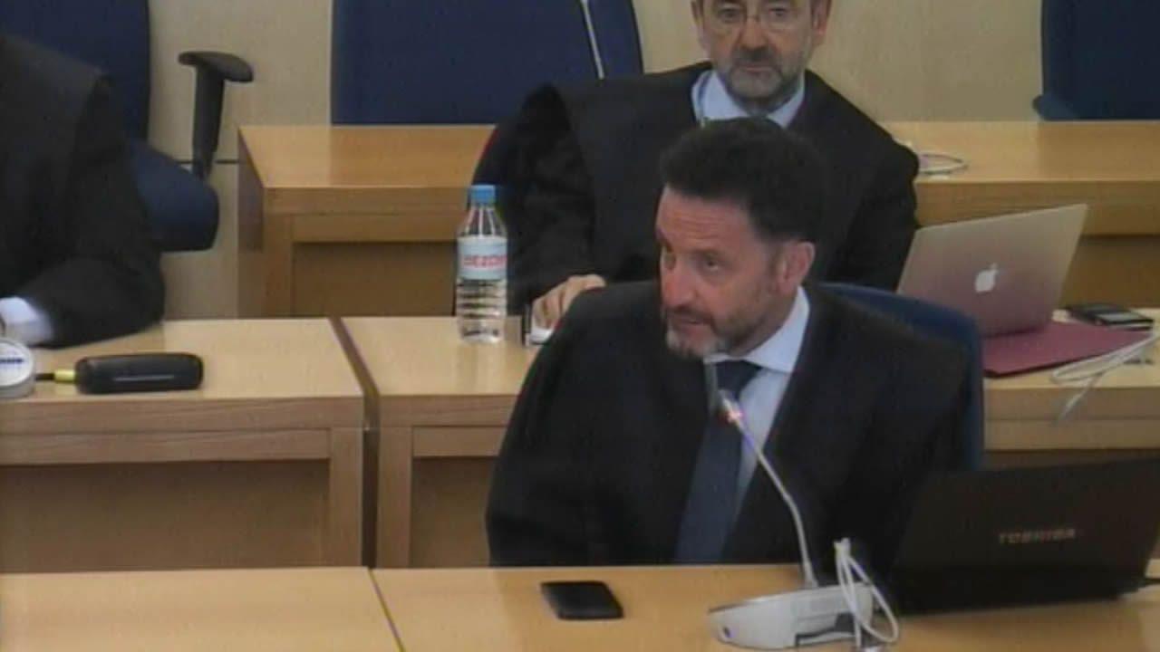 Sánchez promete una ley para todo tipo de familias y un ingreso mínimo vital.El líder del PSC, Miquel Iceta