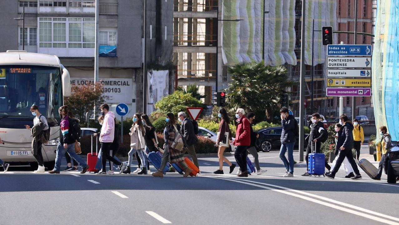 En Directo: Comesañaanuncia las nuevas restricciones que estarán vigentes en Galicia.Estudiantes en Santiago