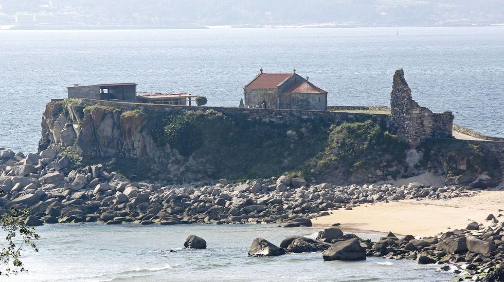 Un recorrido por el pasado pirata y corsario de Pontevedra.Vista del complejo de Sargadelos desde el interior de la casa.
