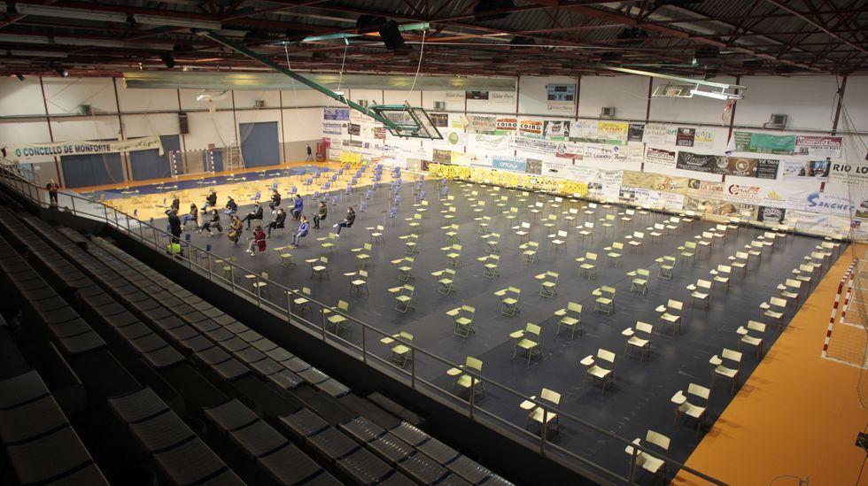 En la pista de A Pinguela había 190 sillas preparadas para el examen, pero al final solo hicieron falta 14