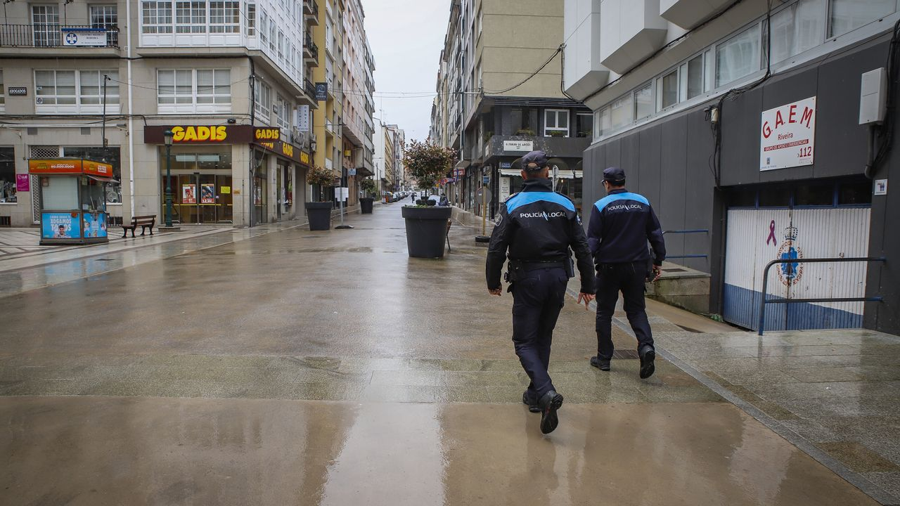 Domingo solitario en las calles gallegas durante el estado de alarma.Entrada a Oviedo por la Ronda Sur, sin trafico