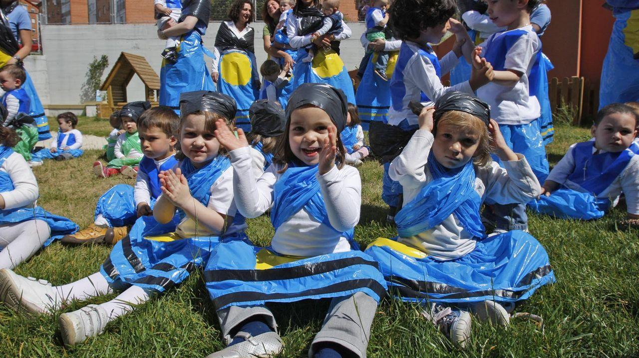 «Bolboreta», «morriña», «agarimo» e «colo» son algunhas das palabras galegas escollidas polos lectores que participaron nunha enquisa na web do xornal.  Na foto de arquivo, nenos e nenas celebrando as Letras Galegas