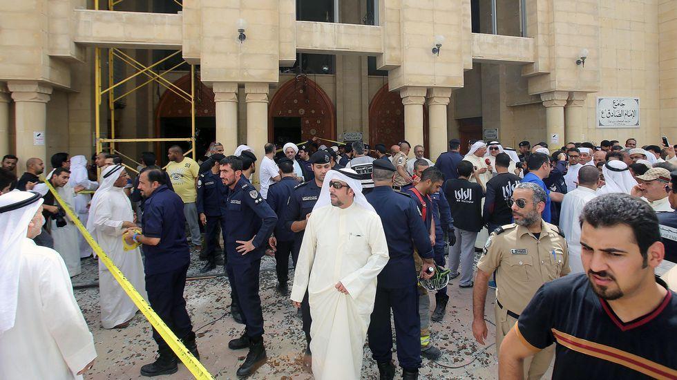 El personal de emergencia trabaja a destajo para atender a los heridos