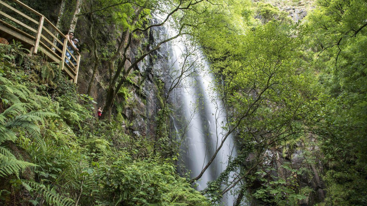 Las cascadas más impresionantes de la provincia de Lugo.Playas como Silgar, en Sanxenxo, registraron este verano más gente que en el 2020