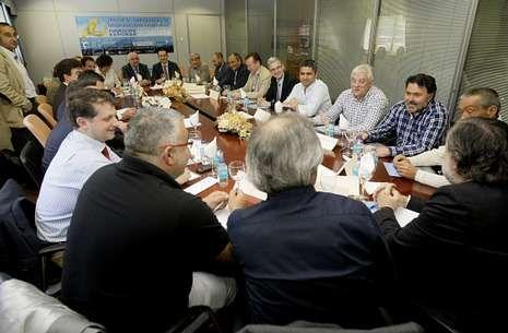 Dirigentes de catorce asociaciones pesqueras y cofradías se reunieron ayer en Burela.
