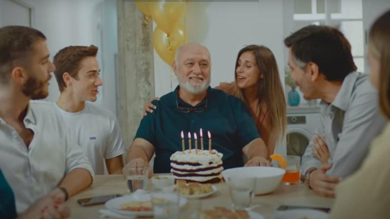 La impactante campaña del Gobierno de Canarias: «Una reunión familiar puede traerte de regalo 40 días en coma o la muerte».Un monje acompaña el féretro del caníbal de Nonthaburi