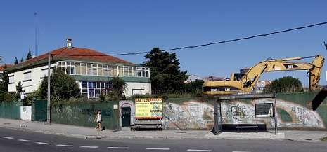 El secreto de las patatas del McDonald's.Donde aparece la excavadora se levantaba el edificio unifamiliar proyectado por el arquitecto Francisco Castro.