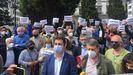Los alcaldes de Salas y Tineo durante la concentración ante Delegación del Gobierno para urgir una solución al argayo de Salas