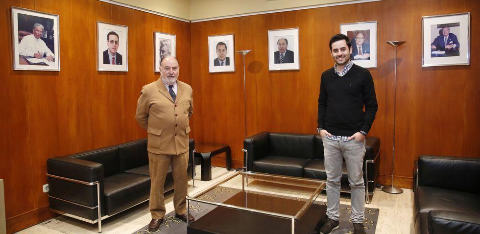 PSOE y Ciudadanos se sientan a la mesa a negociar.José Vicente Esteban y Rubén Domínguez, ayer, en la sede del Colegio Oficial de Médicos de Pontevedra.