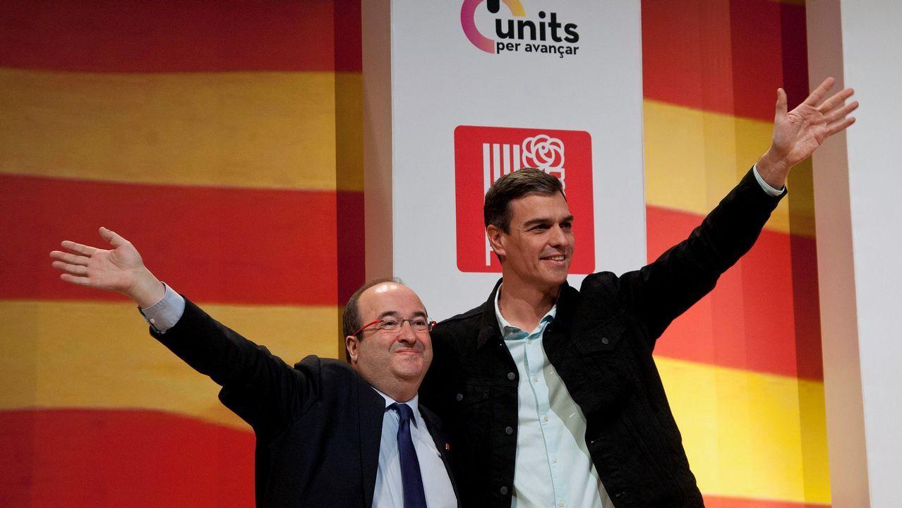 Rufián recuerda al PSOE que el «mejor desinfectante es la cal viva».Colau durante un pleno en el Ayuntamiento de Barcelona
