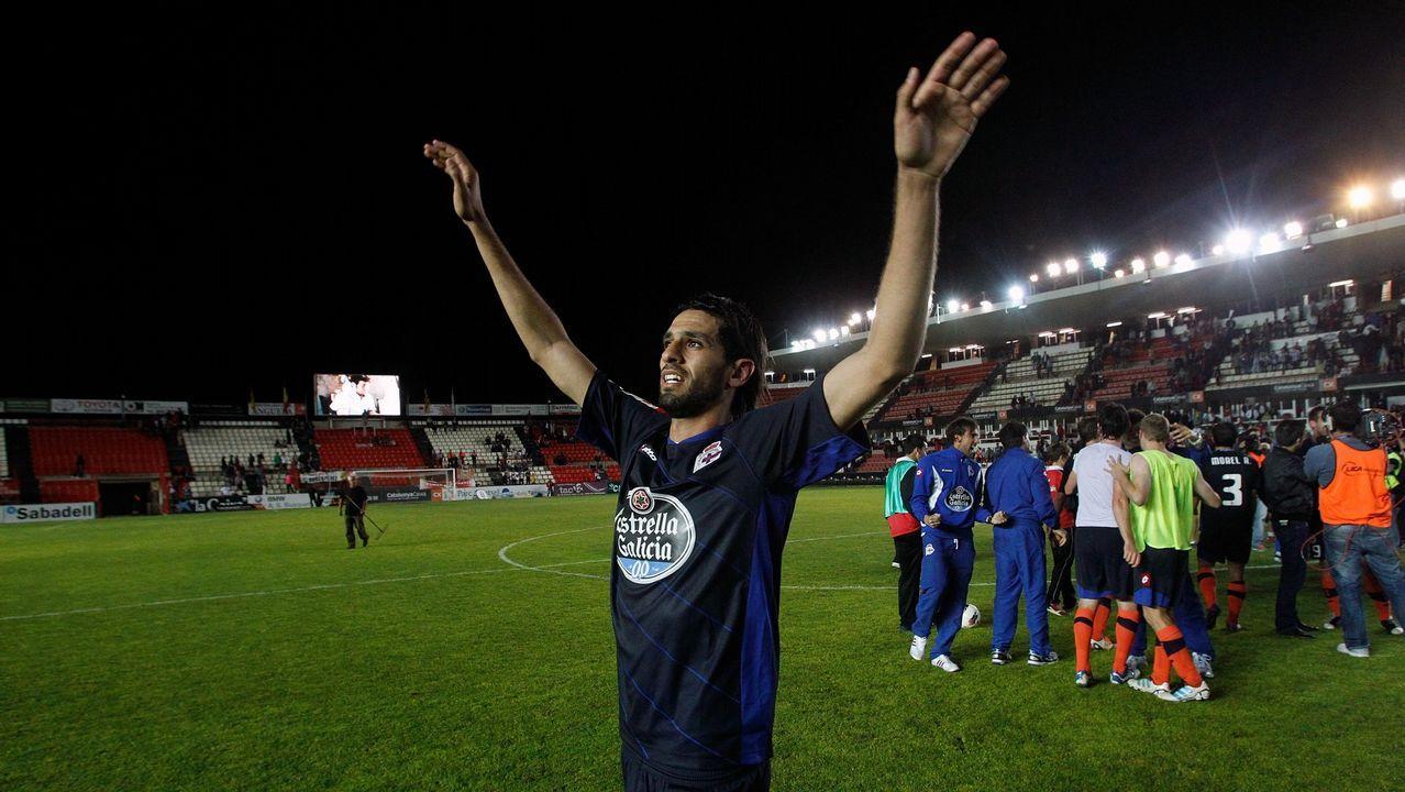 Lassad celebra en el estadio del Nástic el ascenso virtual del equipo a primera división