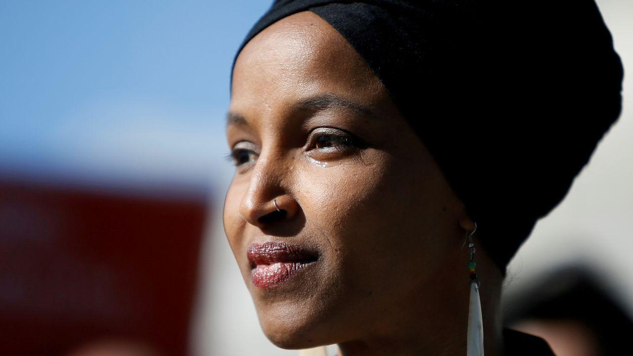 andradepiloto.La congresista reivindicó su patriotismo ante los ataques de Trump