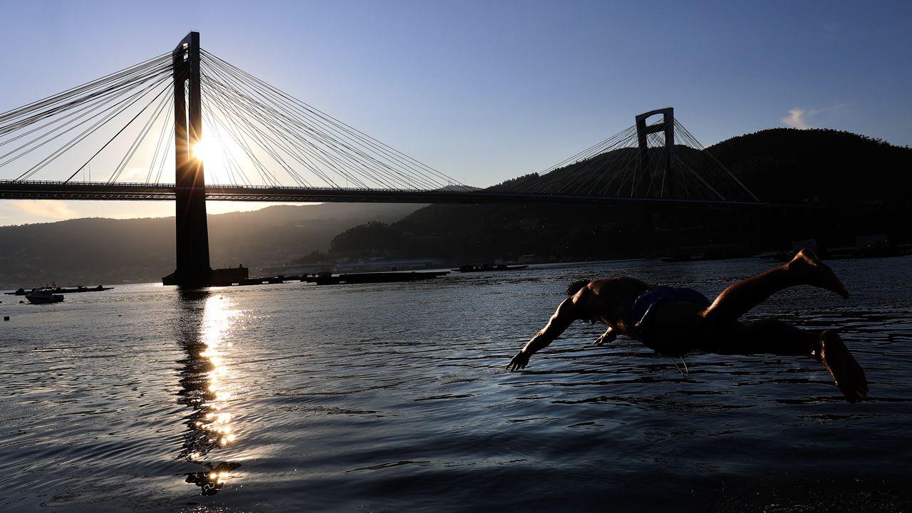 La iluminación realza los puentes de medio mundo.Foto del puente de Rande seleccionada como una de las 25 mejores instantáneas de la infraestructura por el premio Autopista del Atlántico y que se expone estos días en Nueva York