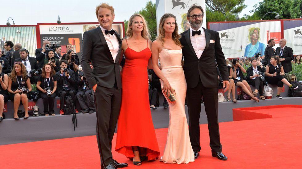 El actor Jason Clarke y el director islandés Baltasar Kormakur llegan acompañados por sus esposas