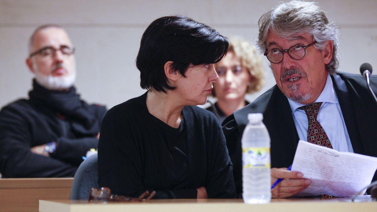 Rosario Porto, con su abogado José Luis Gutiérrez Aranguren, en un momento del juicio por la muerte de su hija Asunta