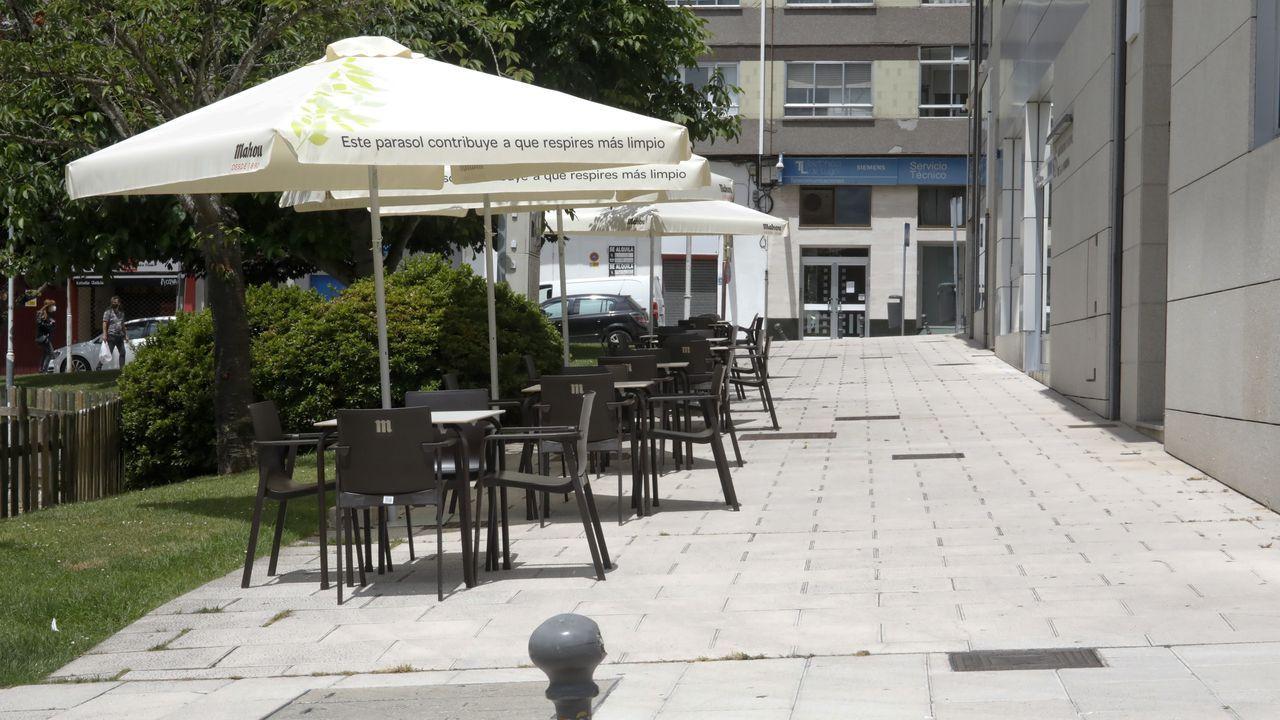 Terrazas improvisadas en Lugo.Representación de dos senadores en A Domus do Mitreo