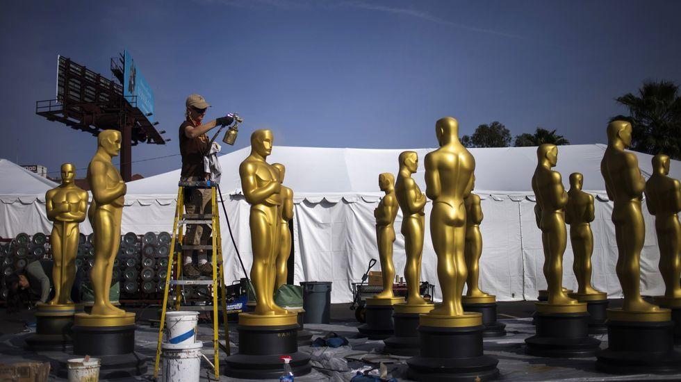 Jennifer Lawrence denuncia la brecha salarial.Junto a Robert Redford en una escena de «Memorias de África».