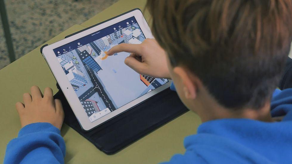 En el CEIP Ponte dos Brozos (Arteixo) los niños de primaria programan sus propios videojuegos mientras aprenden el currículo