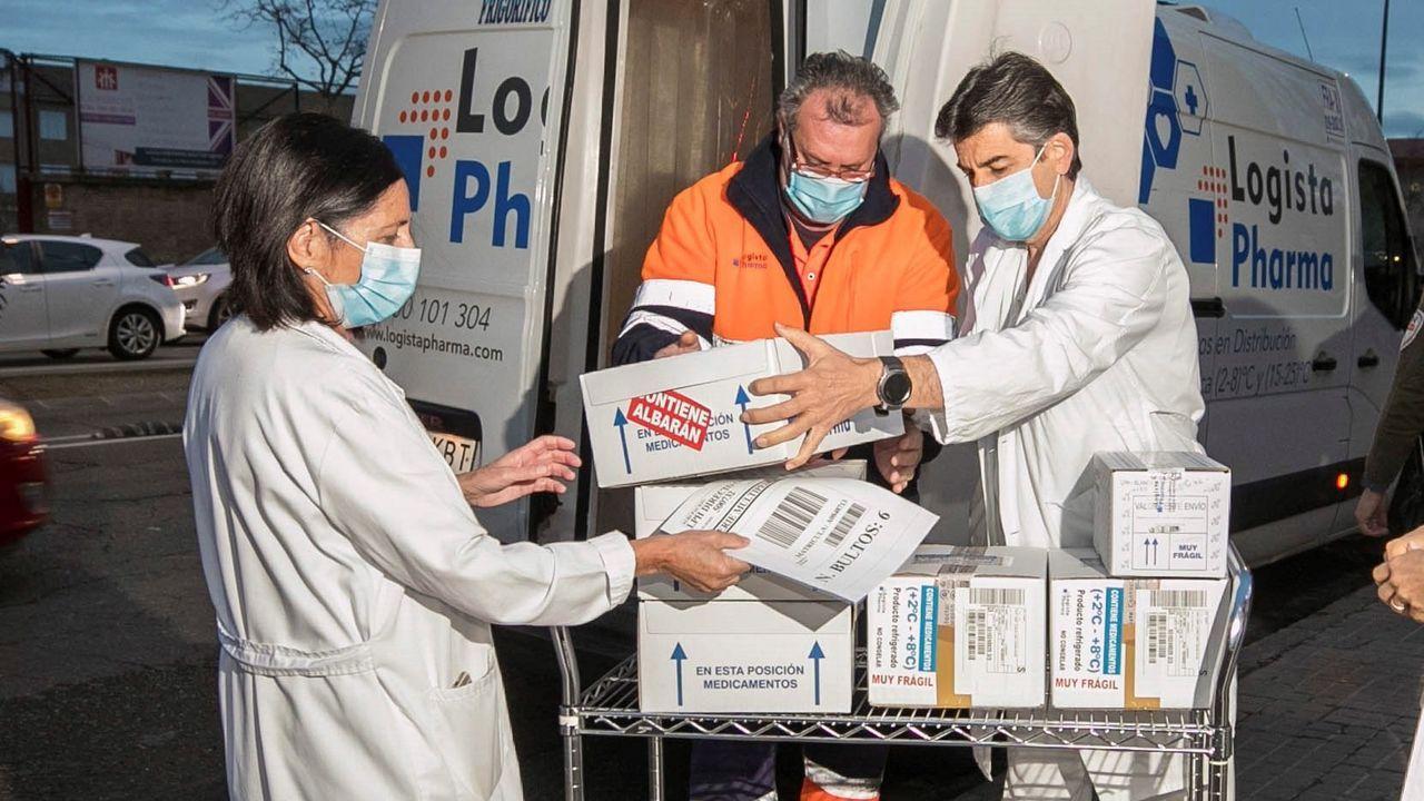 Llegada al Hospital Clínico Universitario de Zaragoza de las primeras dosis de AstraZeneca