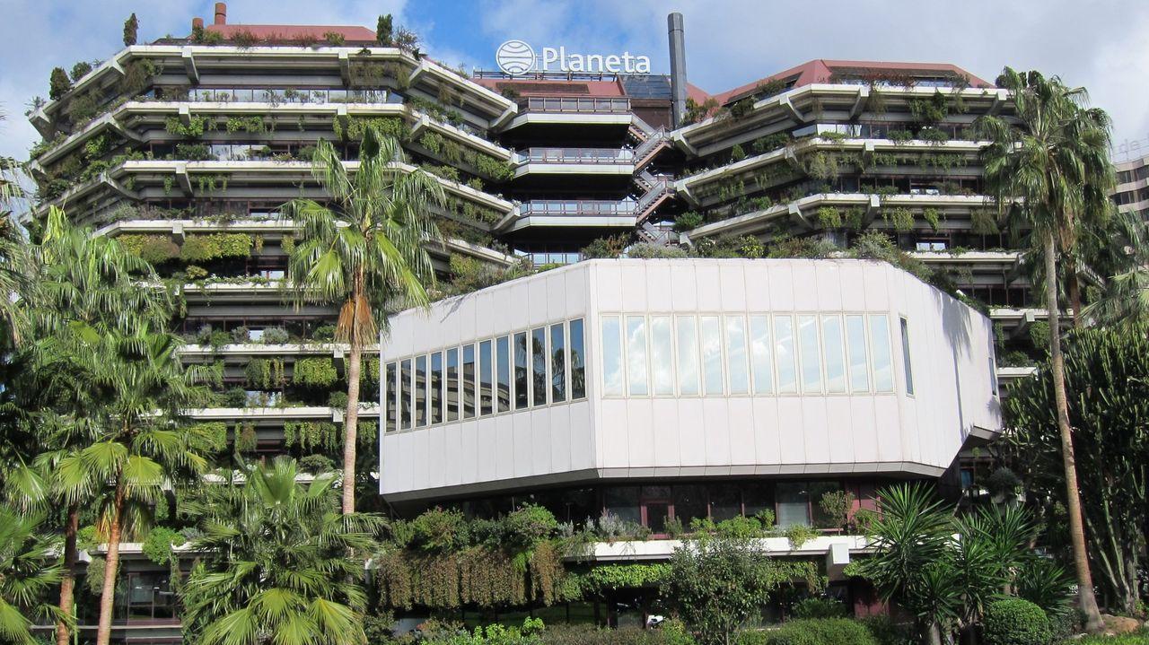 Edificio que alberga la sede de Planeta en la Diagonal en Barcelona